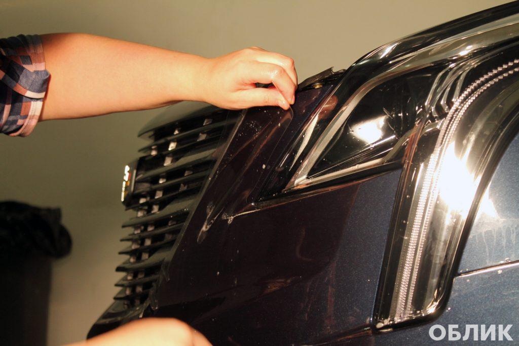 Процесс оклейки бампера Cadillac XT5