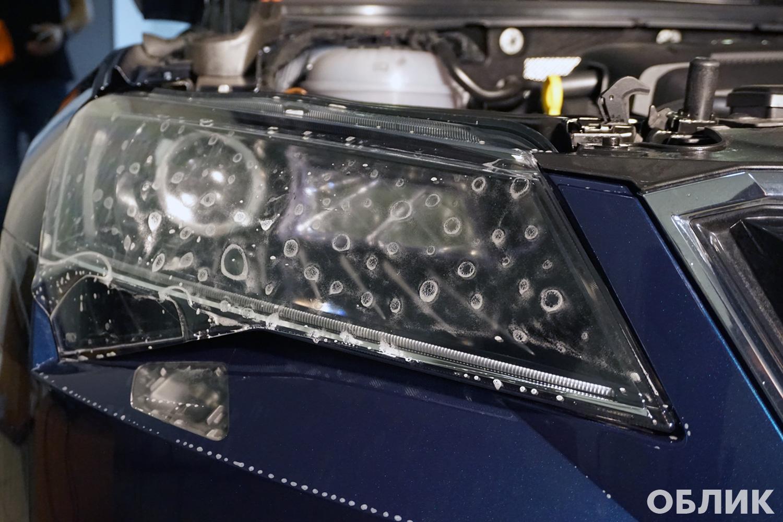Оклейка фар полиуретановой пленкой на Skoda Superb