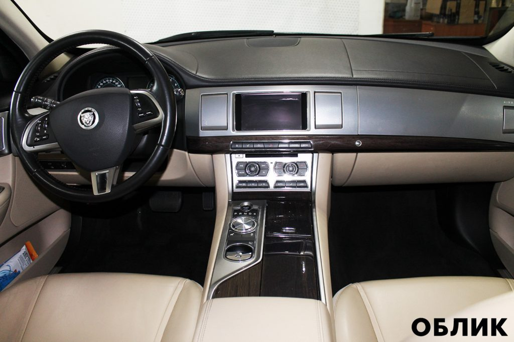 Детейлинг салона Jaguar XF