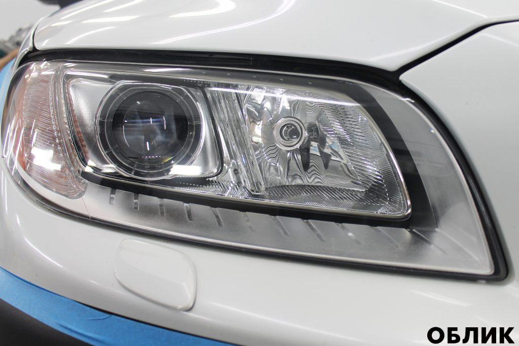 Вышкуривание фар Volvo XC70 пленкой 3M